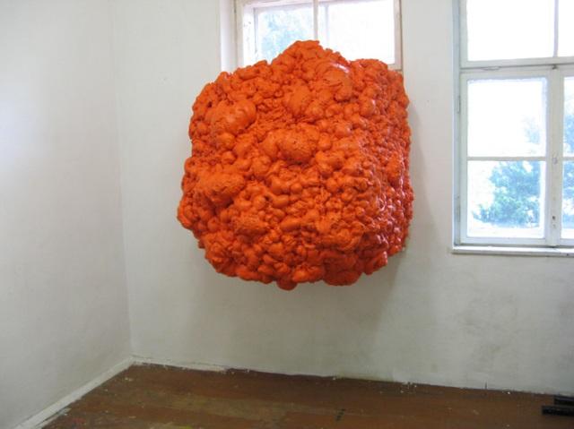 © Wilhelm Roseneder. Orangene Erweiterung/Orange expansion. Haus/Building. Klosterneuburg, Niederösterreich, Austria, 2009-2011. Polyurethan, verschiedene Materialien, Acryllack/Polyurethane, various materials, acrylic varnish
