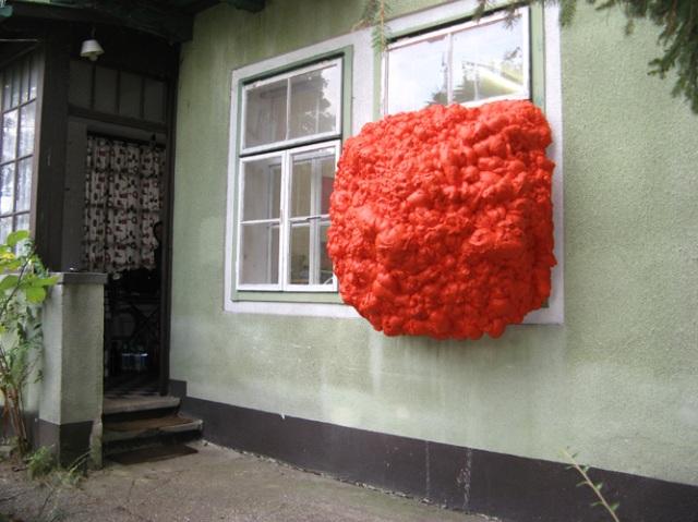 © Wilhelm Roseneder. Orangene Erweiterung/Orange expansion. Haus/Building. 2009-2011. Polyurethan, verschiedene Materialien, Acryllack/Polyurethane, various materials, acrylic varnish
