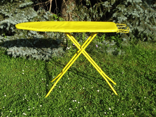 ©  Wilhelm Roseneder. Gelbe Erweiterung/Yellow expansion. 2007-2008. Lack auf Bügelbrett/Varnish on ironing-board