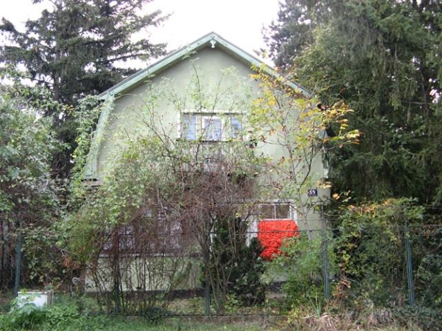 © Wilhelm Roseneder. Orangene Erweiterung/Orange expansion. Haus/Building. 2009-2011. Polyurethan, verschiedene Materialien, Acryllack/Polyurethane, various materials, acrylic