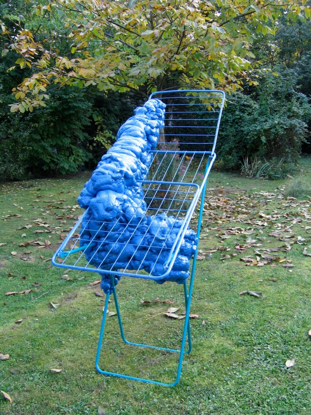 © Wilhelm Roseneder. Blaue Erweiterung/Blue expansion, 2005. Polyurethan, Acryllack auf Metall (Wäschetrockner)/Polyurethane, acrylic varnish on metal (clothes- dryer), 1.56x1.40x70 cm