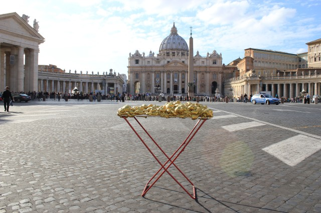 © Renate Egger and Wilhelm Roseneder. Goldene Erweiterung/Golden expansion. Street art project - temporary installation in public space. Artist in Residence. Vatican. Rome, Italy, 2011