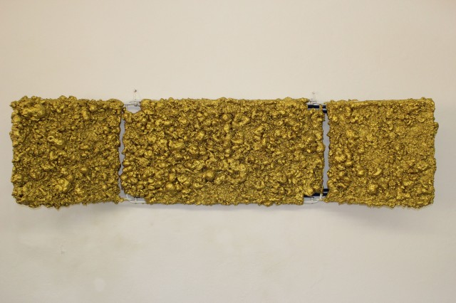 © Wilhelm Roseneder. Goldene Erweiterung II/Golden expansion II, 2009. Polyurethan, Acryllack auf Metall (Wäschetrockner)/Polyurethane, acrylic varnish on metal (clothes-dryer), 1.92x1.07x60 cm.